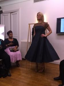 La fameuse robe bi-matière, dans le même style que la première en plus longue.